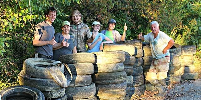 UK Forestry Graduate Student Association cleaning up the Licking River.